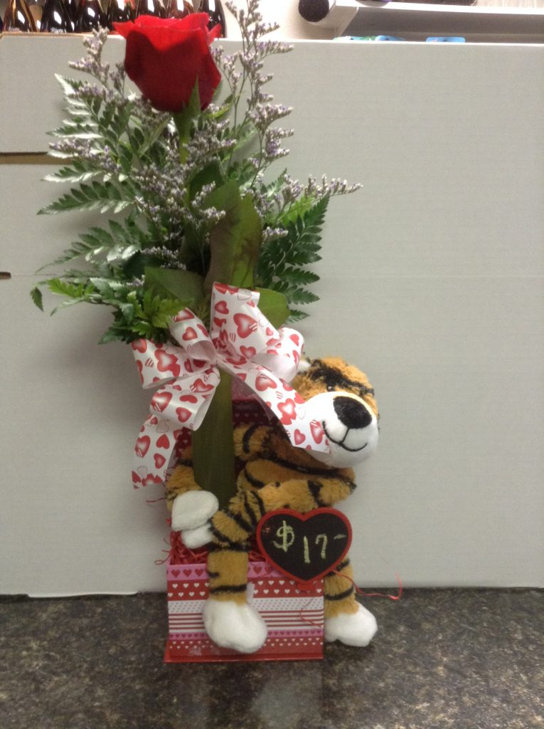 Kiss me quick: Bud vase with kisses and a plush hugger